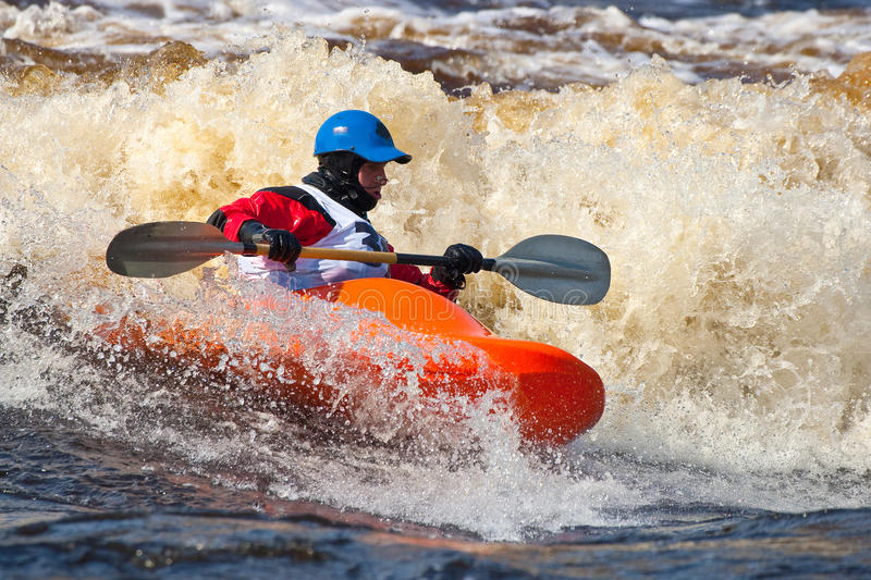 Style libre sur le whitewater image stock