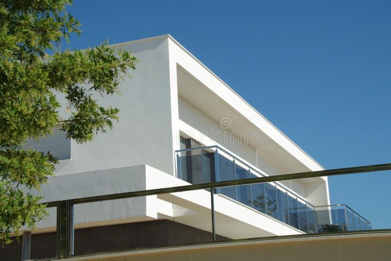 Style moderne gentil de plage de villa photographie stock