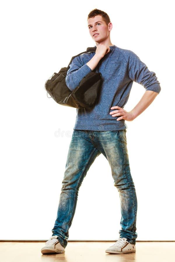 Style occasionnel de jeune homme avec le sac d'isolement image libre de droits