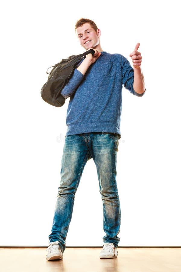 Style occasionnel de jeune homme avec le sac d'isolement image stock
