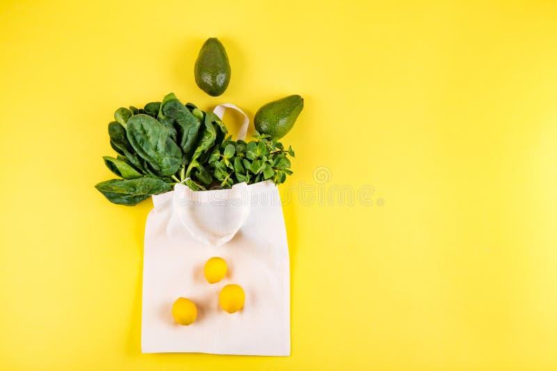 Style ?tendu plat de fruits et l?gumes photo stock