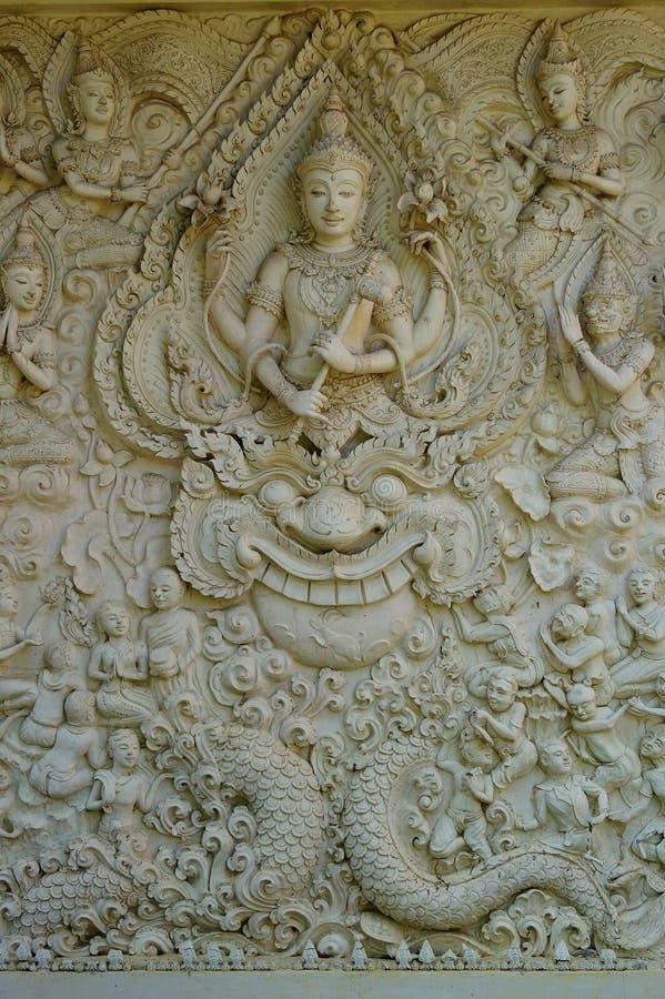 Style thaïlandais de sculpture en mur photos stock