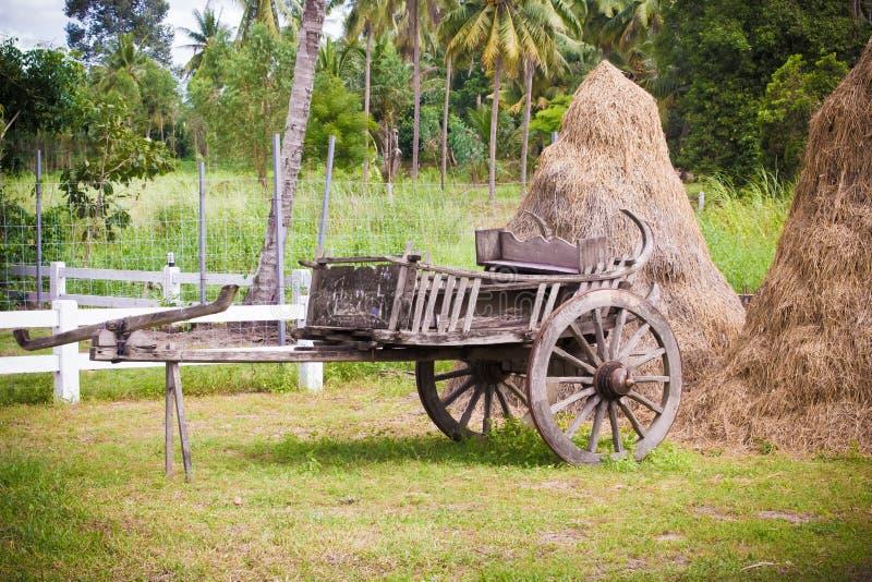 Style thaïlandais de vieux chariot en bois photos libres de droits