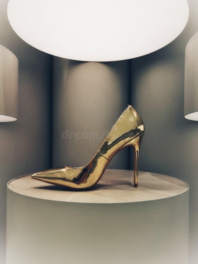 Stylet d'or sur l'affichage photographie stock