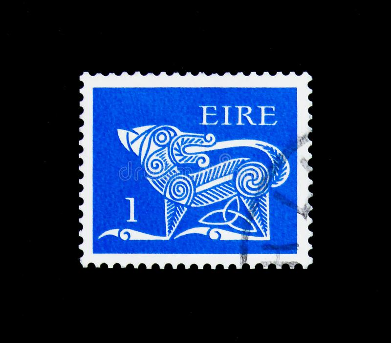 Stylised Dog, 7th Century Brooch, Early Irish Art 1971-75 serie, circa 1971. MOSCOW, RUSSIA - NOVEMBER 23, 2017: A stamp printed in Ireland shows Stylised Dog royalty free stock photo
