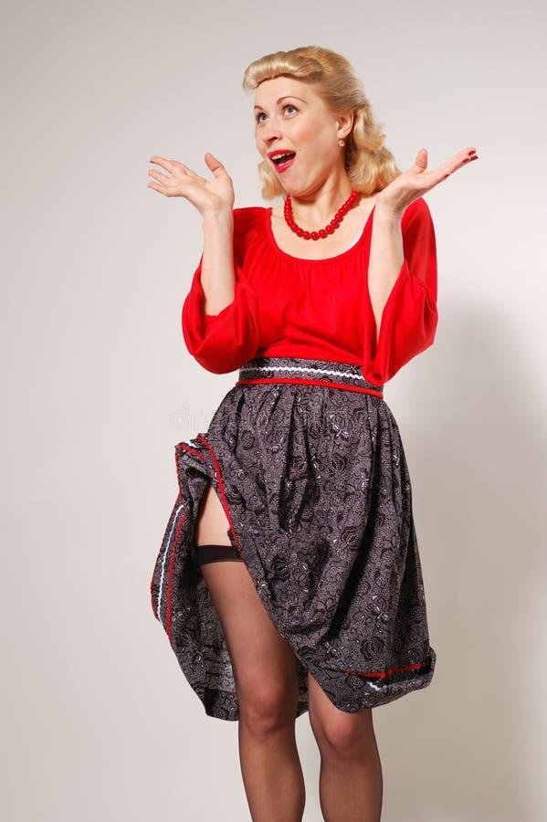 Stylization des glücklichen Pin-up-Girl mit kleiden oben an stockbilder