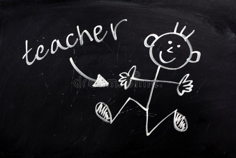 Lycklig lärare på en Blackboard arkivfoto