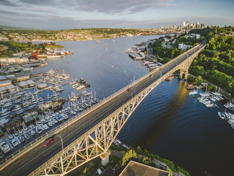 Stylizowany widok z lotu ptaka Seattle most na Pogodnym letnim dniu fotografia royalty free