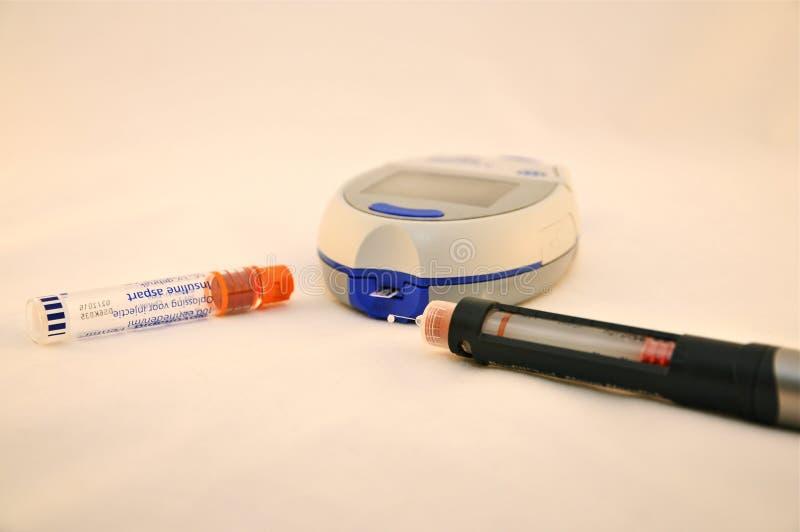 Stylo de mètre et d'insuline de glucose sanguin photos stock