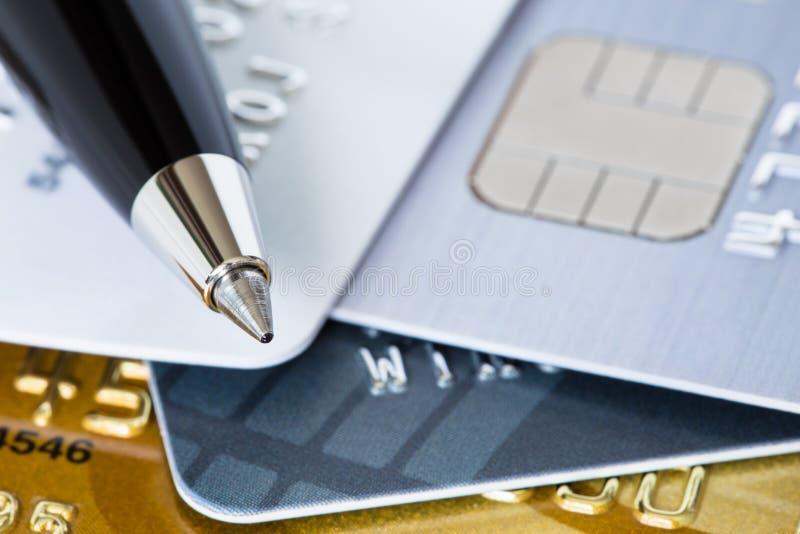 Stylo et carte de crédit image libre de droits