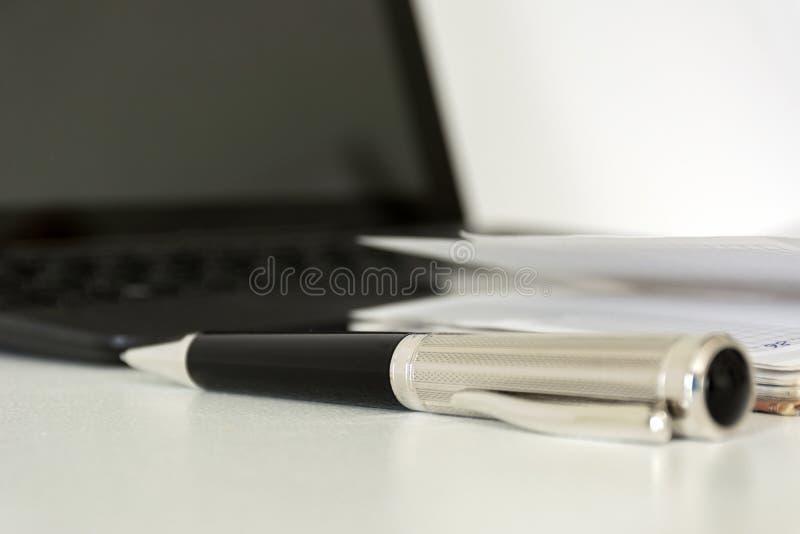 stylo, journal intime, bloc-notes, écrivant des ustensiles, instrument, dispositif, ordinateur portable, c photo libre de droits