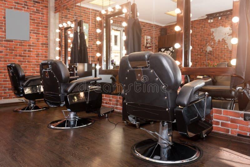 Stylowy Wintage Barber Krzesła Fryzjer i salon fryzjerski, fryzjer dla mężczyzn zdjęcie stock
