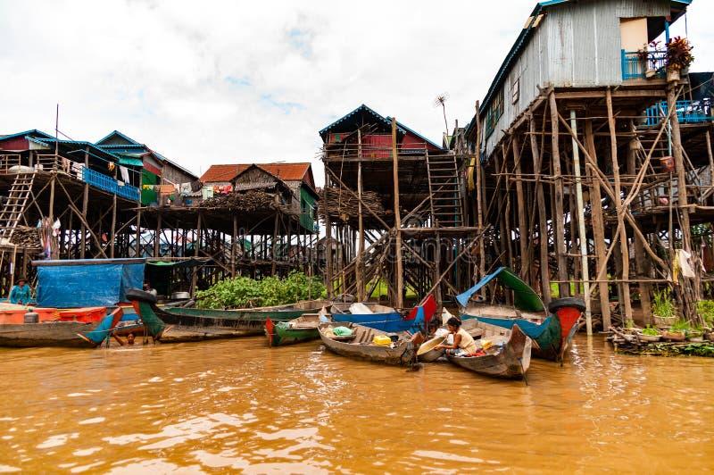 Styltabyn nära Tonle underminerar sjön, Cambodja, Indokina arkivfoto