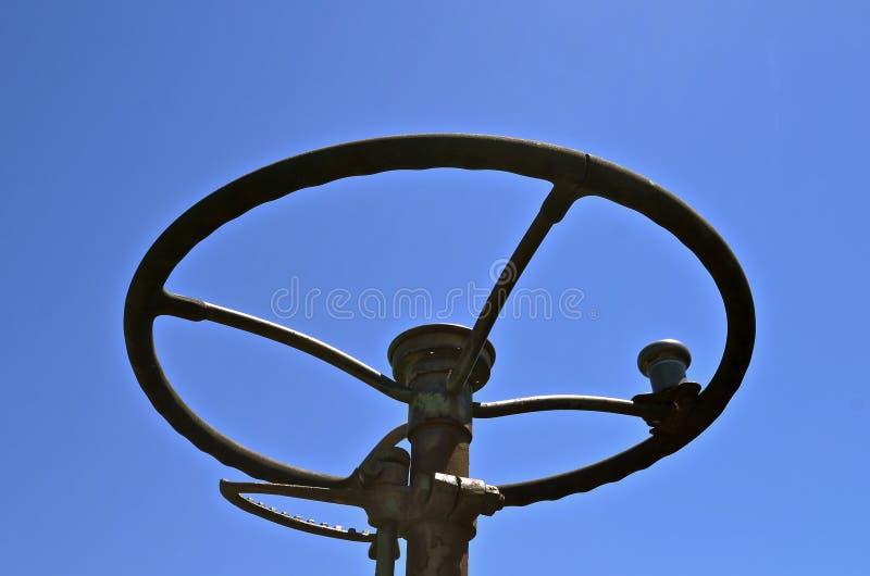 Styrninghjul av en gammal traktor royaltyfri fotografi