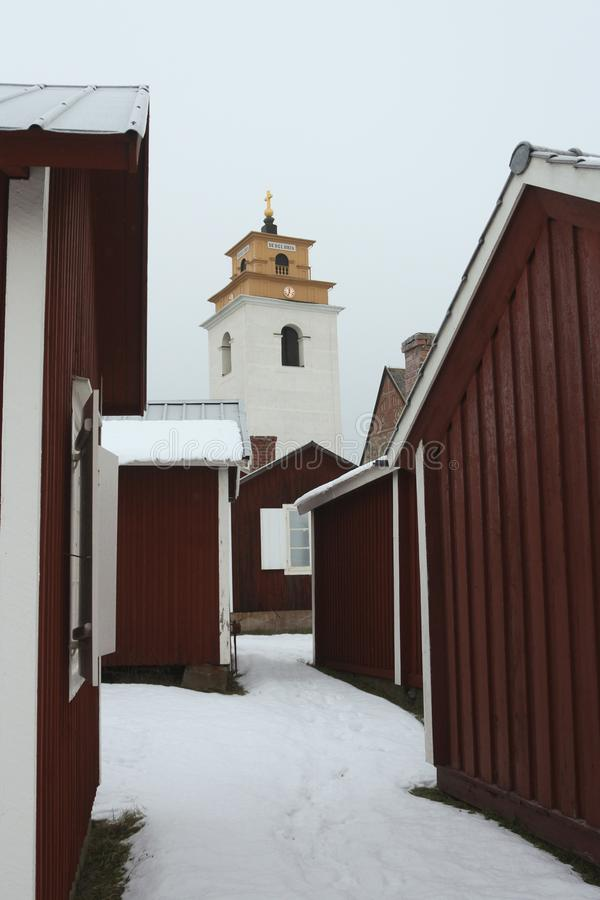 Suécia, cidade velha de LuleÃ¥, Gammelstad Vista sobre a igreja da cidade foto de stock royalty free
