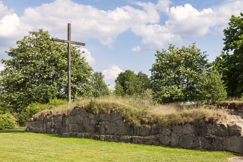 Suécia de Halmstad da ruína da igreja de Ovraby imagens de stock