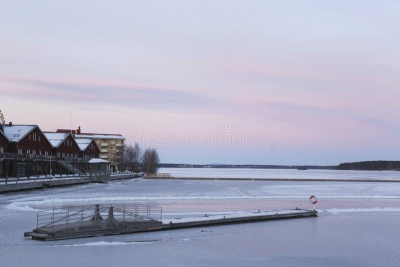 Suécia, manhã do inverno de LuleÃ¥, vista sobre Luleälven fotografia de stock royalty free