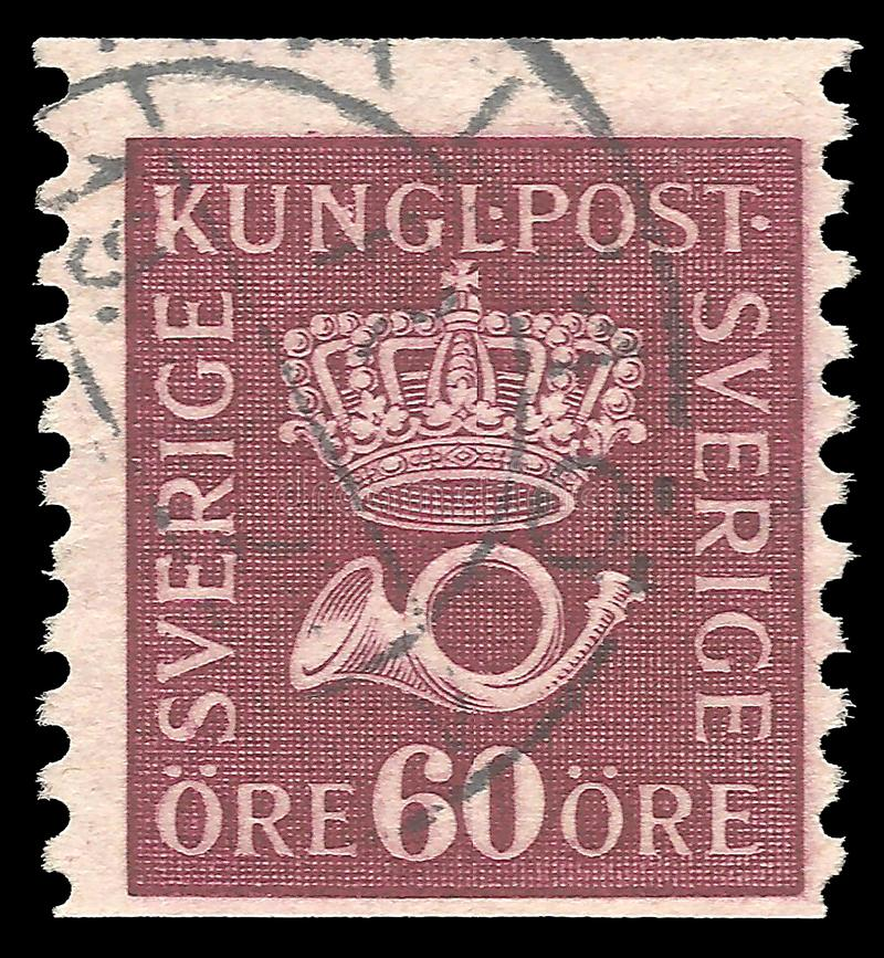 Suécia - selo 1926: A standard edition, mostra a coroa com diademas e o instrumento musical do chifre foto de stock