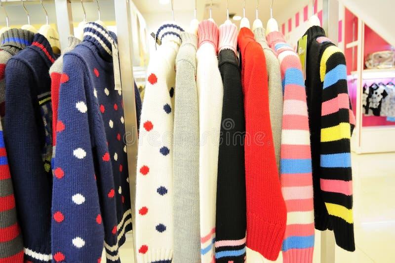Suéter de los niños fotografía de archivo