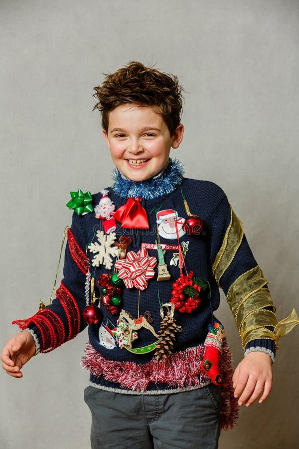 Suéter feo hecho en casa de la Navidad foto de archivo libre de regalías
