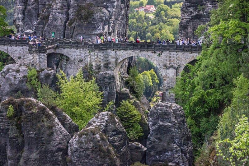 Suíça saxão em Alemanha Ponte de Bastei, Saxony, parque nacional fotografia de stock