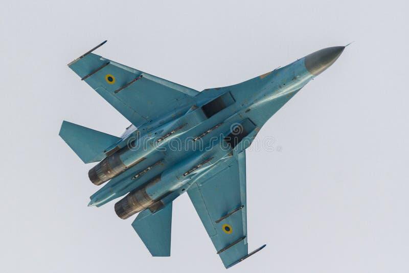 SU-27 выполняя на СМЕЩЕНИИ 2016 стоковое фото