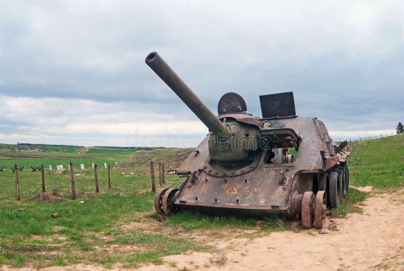 SU-100 com sinal de perigo da radiação imagens de stock