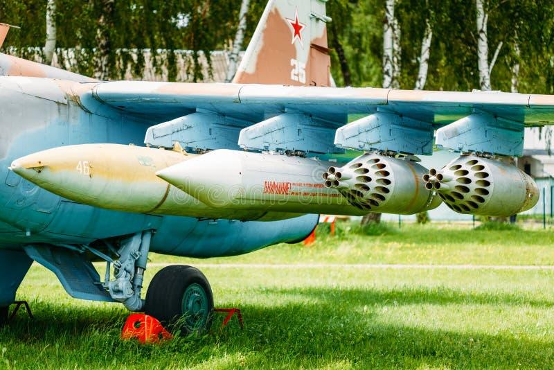 Su-17 est un combattant soviétique d'aile de variable-champ images libres de droits