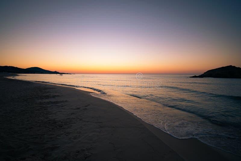 Su Giudeu wyspa przy wschodem słońca, Chia, Sardinia obraz royalty free