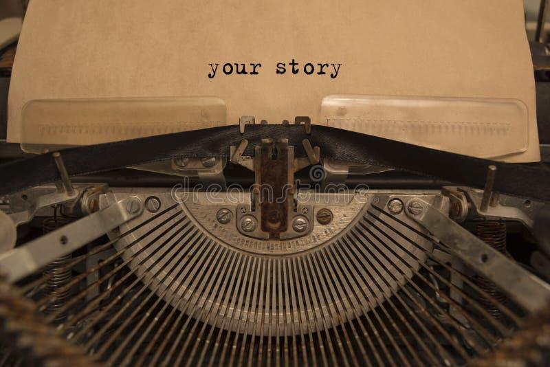 Su historia mecanografió palabras en una máquina de escribir del vintage imágenes de archivo libres de regalías