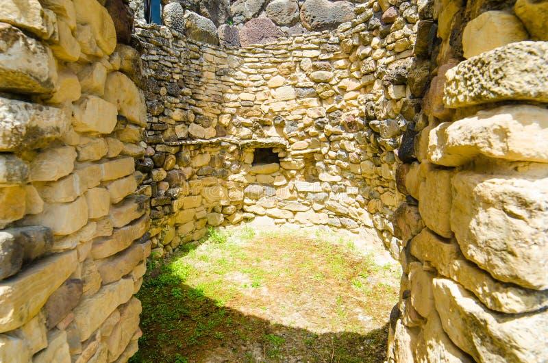 Su Nuraxi di Barumini i Sardinia, Italien royaltyfri foto