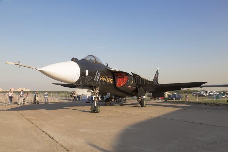 Su-47 to obiecujący bokser z bazą na nosicielu, ze skrzydłem zwrotnym na międzynarodowym salonie lotnictwa i kosmosu w Żukowsku zdjęcia stock