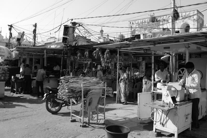 Su un arround Charminar di giorno soleggiato fotografia stock libera da diritti