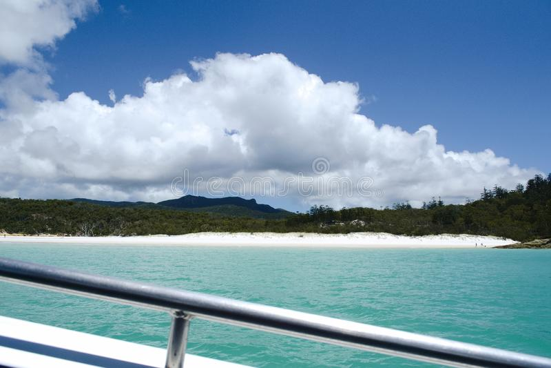 Su un motoscafo alla spiaggia di Whitehaven, Pentecosti - Australia fotografia stock libera da diritti