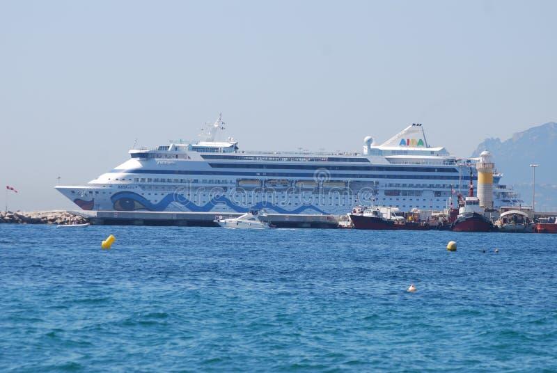 Su yate Britannia, vehículo, buque de pasajeros, nave, nave del ` s de la majestad del motor foto de archivo