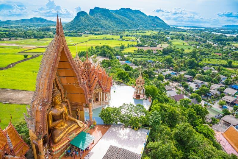 Sua de tham de Wat, point de repère de paysage de temple de la Thaïlande dans le kanchanaburi photographie stock