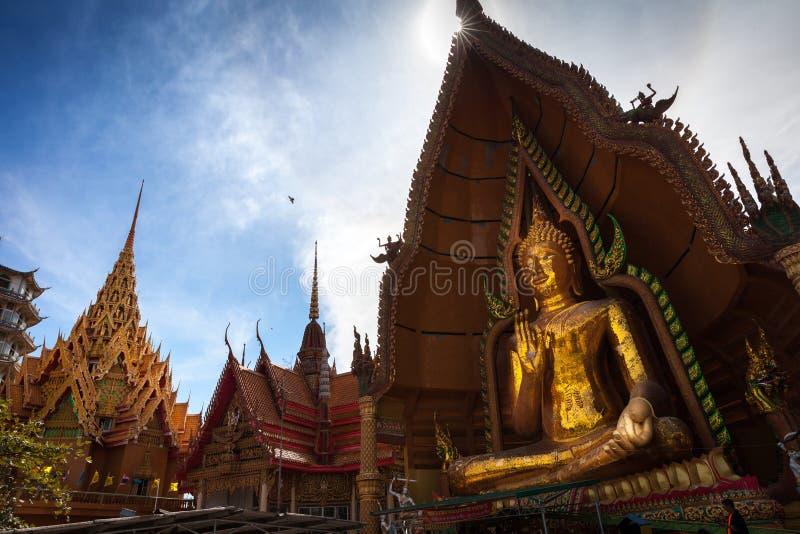 Sua van tempelwat tham Kanchanaburi, Thailand stock afbeeldingen