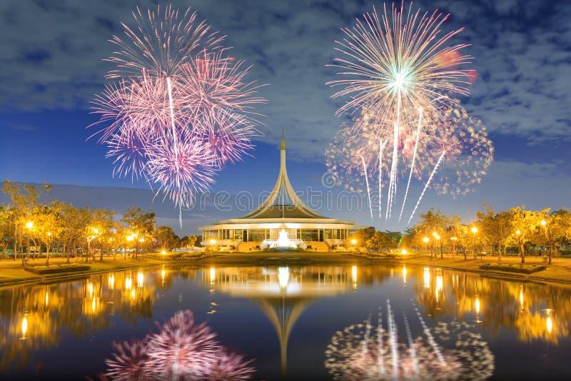 Suan Luang RAMA IX openbaar park met vuurwerk stock afbeeldingen