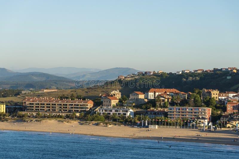 Suances plaża w Atlantyckim oceanie, Hiszpania obrazy royalty free