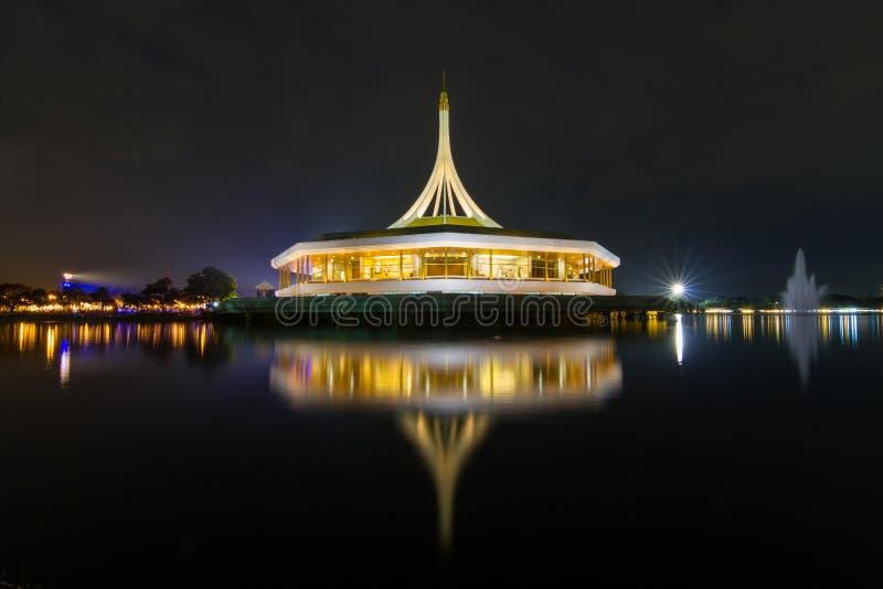 Suanluang RAMA IX公开美丽的大厦曲线 免版税库存照片