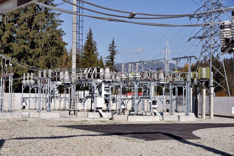 Subestação e componentes de alta tensão elétricos fotos de stock