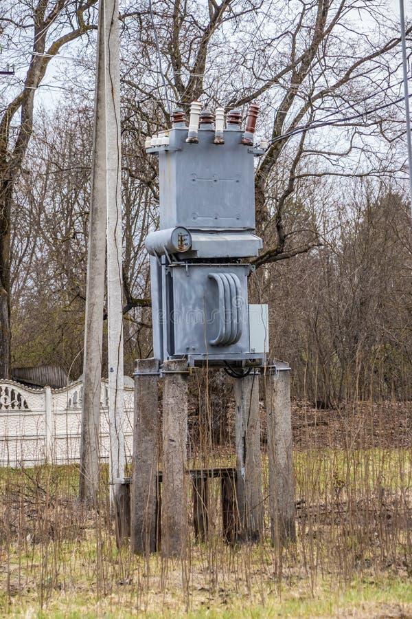 Subestação elétrica, transformador de alta tensão imagem de stock royalty free