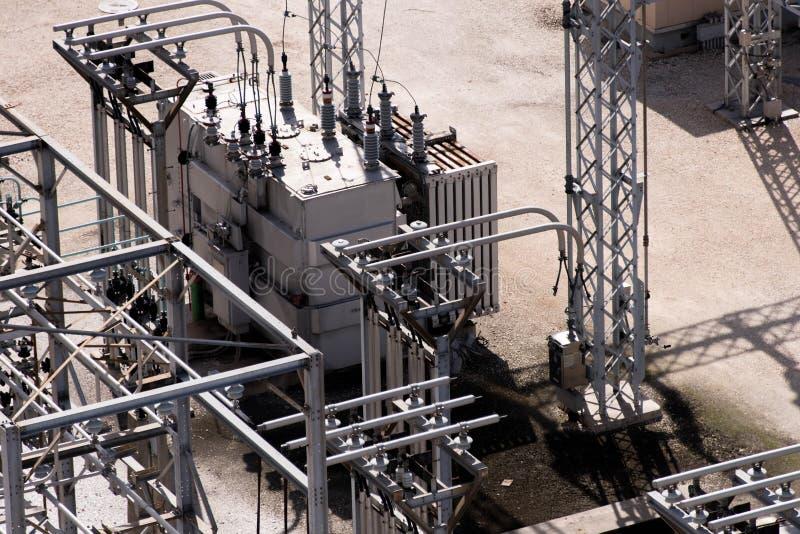 Subestación eléctrica eléctrica, transformadores, aisladores imágenes de archivo libres de regalías
