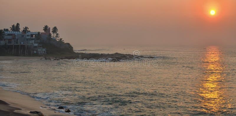 Subida costera del sol fotos de archivo