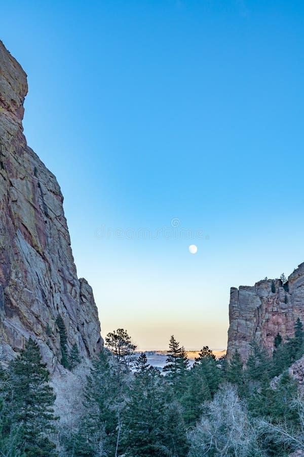 Subida de la luna sobre el barranco de Eldorado fotografía de archivo libre de regalías