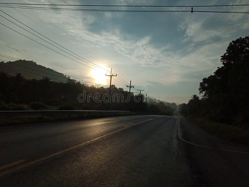 Subida de Sun en el camino foto de archivo