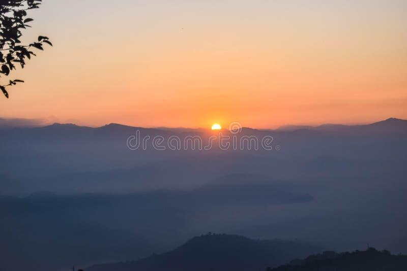 Subida de Sun de Nagarkot, Nepal fotos de archivo