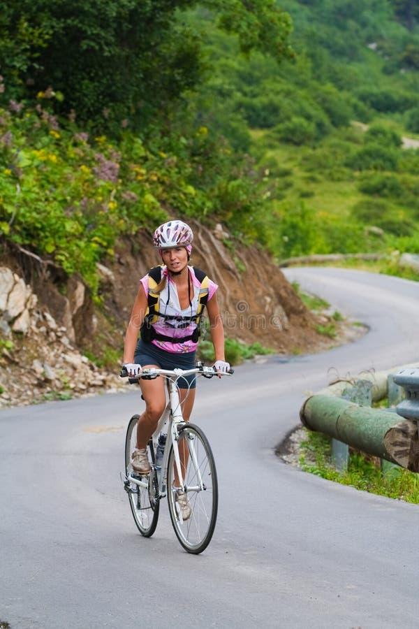 Subida em uma bicicleta fotos de stock