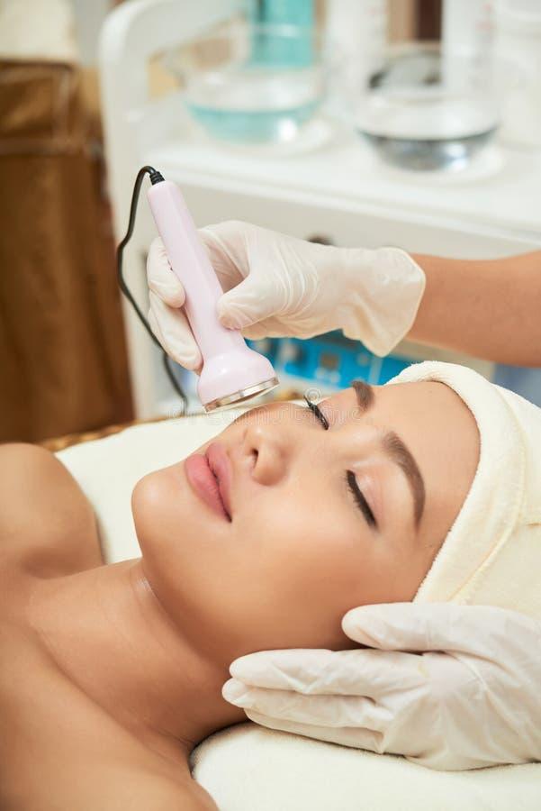 Subire pelle che rifa la superficie della procedura immagine stock