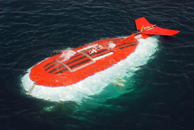 Submarino que investiga las aguas fotografía de archivo libre de regalías